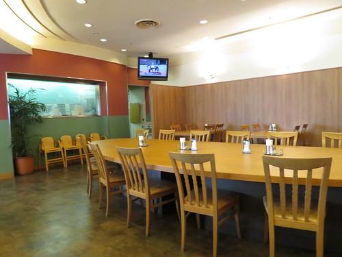 小倉競馬場のレストラン玉屋の店内風景
