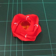 สอนวิธีพับกระดาษเป็นดอกกุหลาบ (แบบฐานกังหัน) (Origami Rose - Evi Binzinger) 023