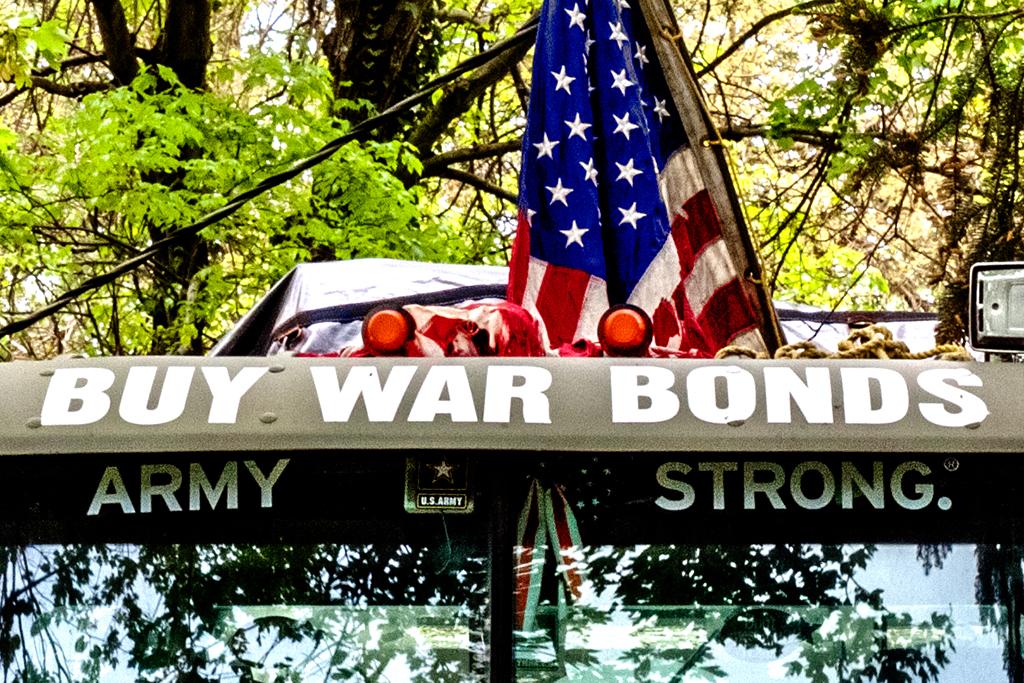 BUY-WAR-BONDS--Langhorne-(detail)