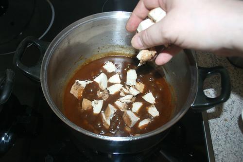 44 - Hähnchenbrust zurück in Topf geben / Put chicken back in pot