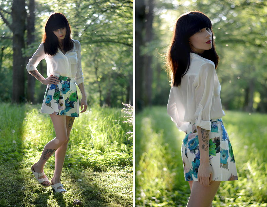 Zara floral shorts white blouse mango birkenstock sandals birks summer sunny lovely photo shoot CATS & DOGS fashion outfit ootd blog Berlin 5