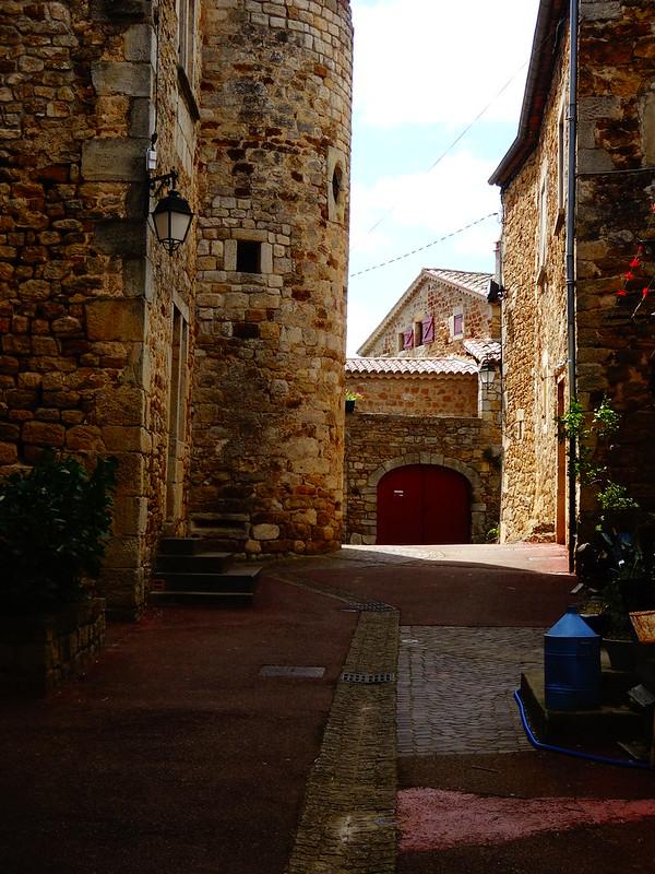 Within old walls, Vinezac