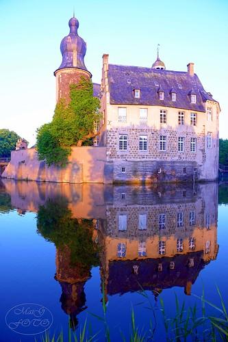 reflection castle schloss reflexion spiegelung burg wasserschloss gemen morningmood aftersunrise burggemen schlossgemen borkengemen wasserschlossgemen castleofgemen