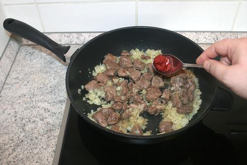 29 - Tomatenmark addieren / Add tomato puree