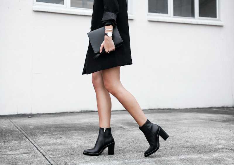 modern legacy blog street style off duty ASOS boyfriend long blazer Monki Alexander Wang Kelli Kelly ankle boots Saba silk shirt dress Alexander Wang Prisma Envelope leather clutch all black blogger balayage hair oversized minimalist (1 of 1)