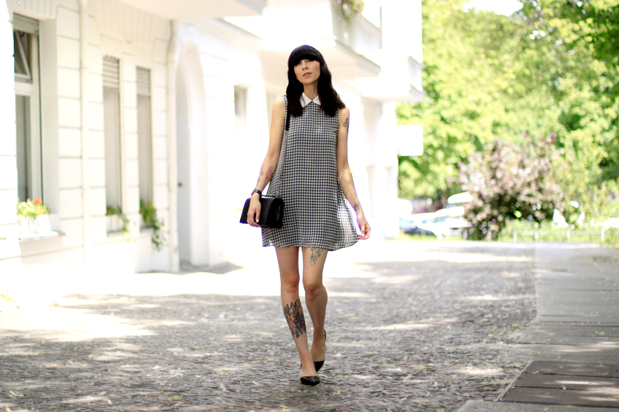 AX Paris dogtooth hahnentritt Muster pattern babydoll dress summer Berlin CATS & DOGS fashion blog Ricarda Schernus 4