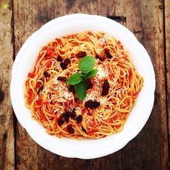 spaghetti alla puttanesca(1.0), bucatini(1.0), spaghetti(1.0), pasta(1.0), spaghetti aglio e olio(1.0), bolognese sauce(1.0), naporitan(1.0), produce(1.0), pici(1.0), food(1.0), dish(1.0), chinese noodles(1.0), capellini(1.0), carbonara(1.0), cuisine(1.0),