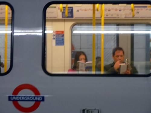 Readers on the circle line