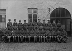 Officers of Princess Patricia's Canadian Light Infantry in Mons, France, November 1918 / Des officiers du Princess Patricia's Canadian Light Infantry à Mons (France), en novembre 1918