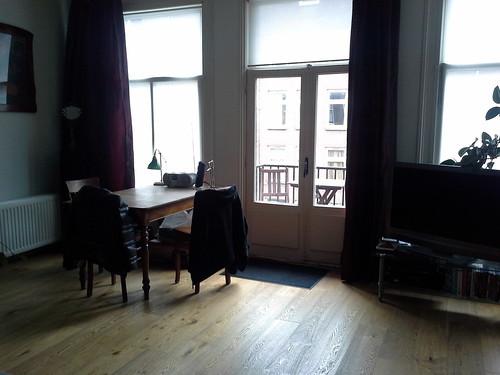 La casa ad Amsterdam: il tavolo in salotto