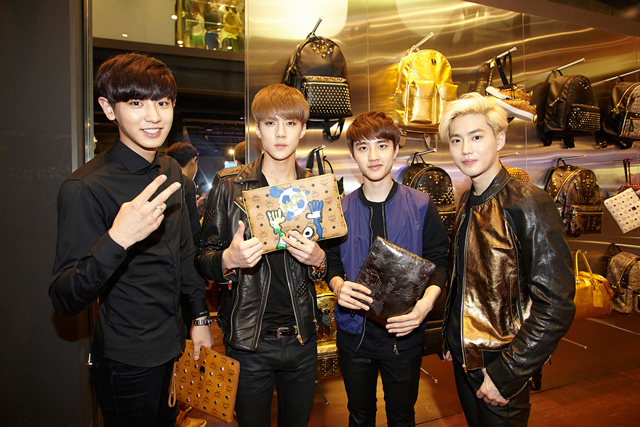 EXO-Chanyeol,-Sehun-with-Cutemonster,-DO-with-Camo-Clutch,-Sehun