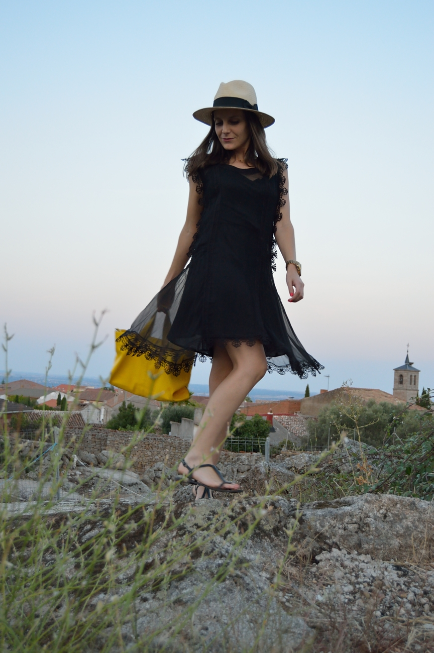 lara-vazquez-mad-lula-fashion-lace-black-dress-summer