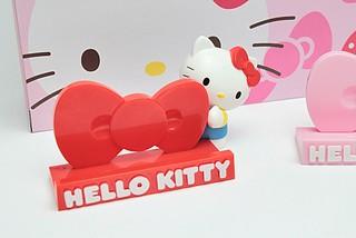 研達國際 - 7-11 獨家販售 Hello Kitty 手機座
