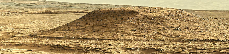 MSL Panorama Sol 590 (April 4, 2014)