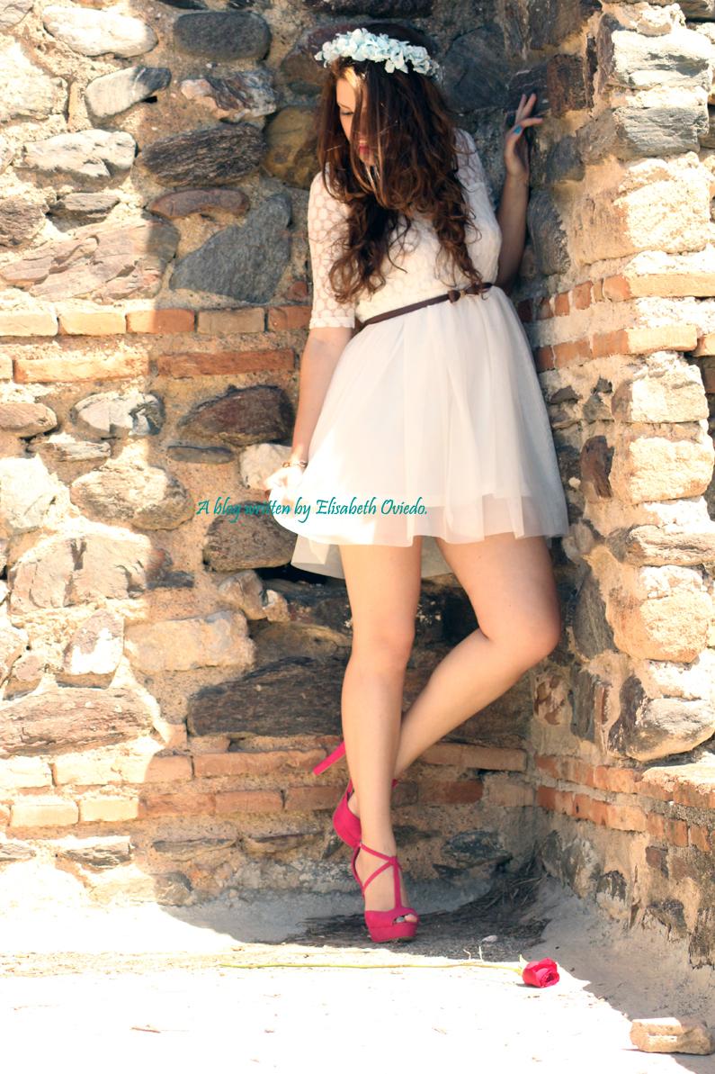 vestido-blanco-encajes-diadema-de-flores-tacones-rosas-MARYPAZ-Heelsandroses-(5)