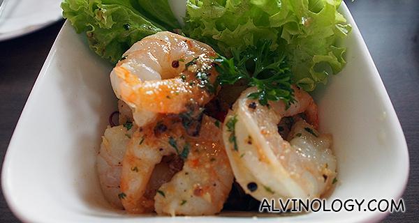 Garlic prawns (S$12)