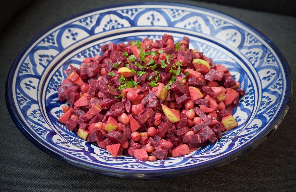 Salat med rødbede, kikærter og tahindressing (2)