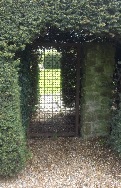 Gate in hedge