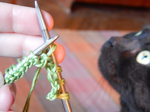 вязание и кот