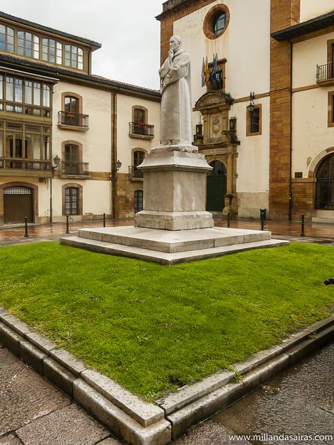 Plaza de Fray Benito Feijoo