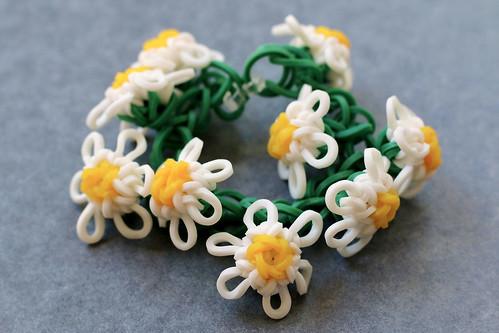 Daisy-Chain-Bracelet