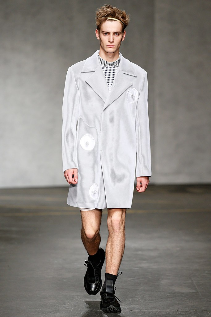 SS15 London Xander Zhou012_Ben Allen(VOGUE)