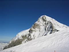 adventure(0.0), winter sport(0.0), sports(0.0), mountaineering(0.0), ski touring(0.0), ridge(0.0), plateau(0.0), alps(1.0), mountain(1.0), winter(1.0), piste(1.0), snow(1.0), mountain range(1.0), summit(1.0), arãªte(1.0), mountainous landforms(1.0),