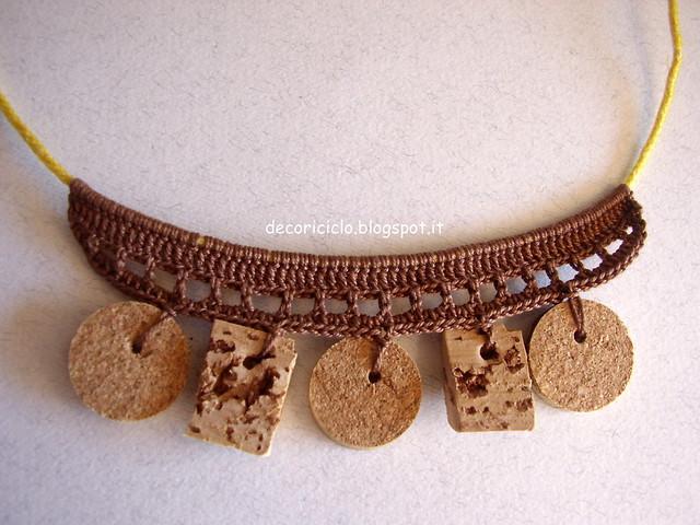 collana di cotone marrone, sughero e cordino giallo 2