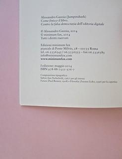 Come finisce il libro, di Alessandro Gazoia (Jumpinschark). minimum fax 2014. Progetto grafico di Riccardo Falcinelli. Colophon, al verso della pag. dell'occhiello: a pag. 2 (part.), 1