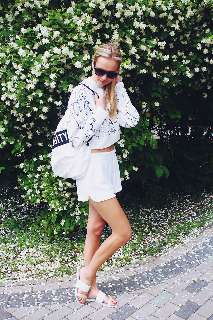 how-to-wear-white-color-to-summer-festival