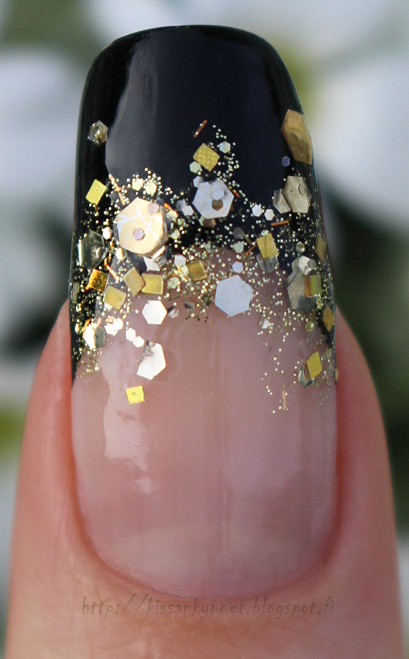 Gold_glitter_french_manicure_3