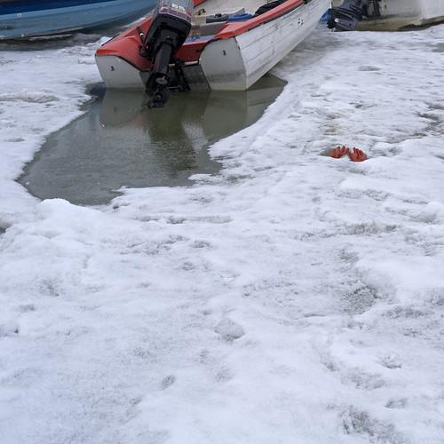snow ice boat greenland glove outboard manuallensnocpu ilulisat