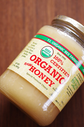 YSエコビーファーム、100%オーガニック生蜂蜜、2.0ポンド(907グラム)
