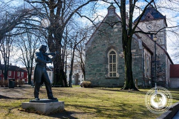 Arve Tellefsen Statue in Trondheim