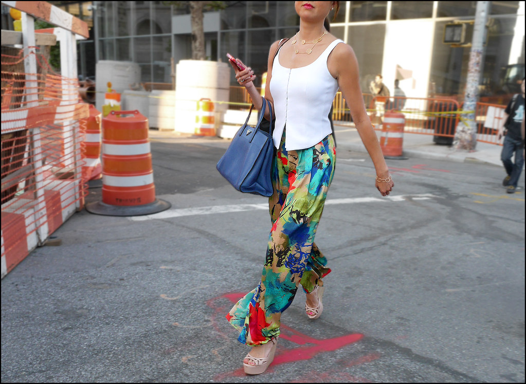 26 w floral print pants white vest blue bag platform sandals ol