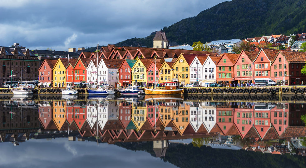 adaymag-stunning-photos-that-prove-bryggen-norway-is-the-ultimate-storybook-town-06