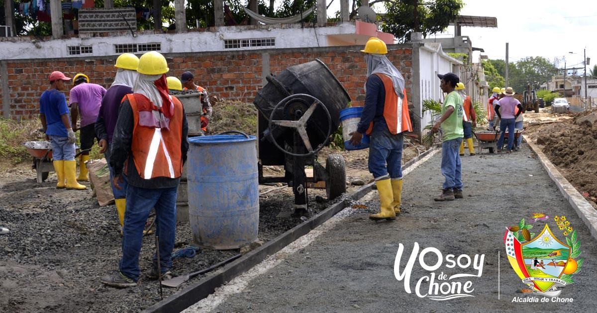 Continúan trabajos de regeneración urbana en Chone