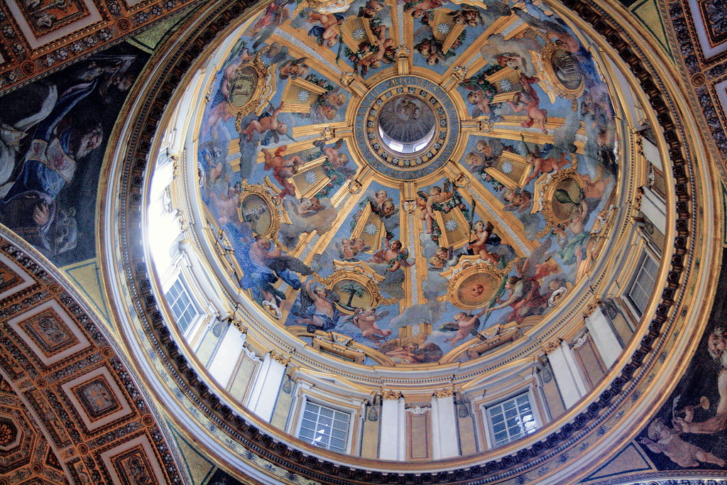 IMG_1000JNCA Rome Vatican Basilique San Pietro.  Une des coupoles latérales de la nef. One of the lateral domes of the nave.