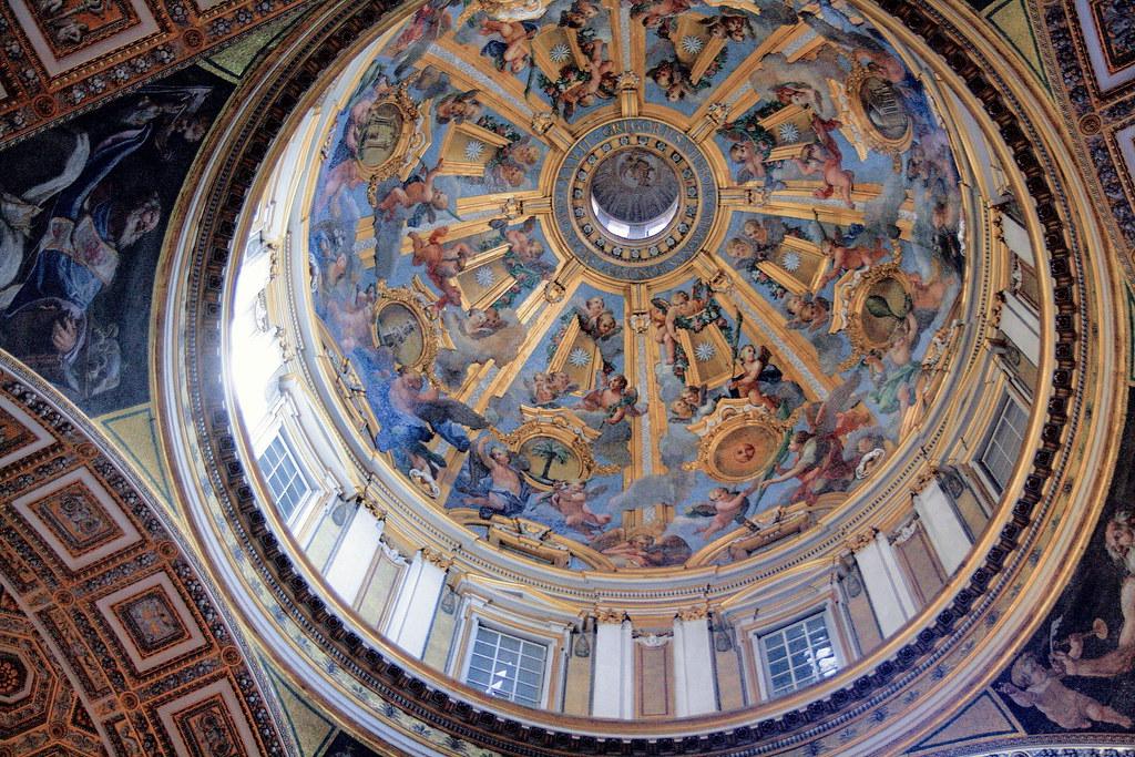 IMG_1000JNCA Rome Vatican Basilique San Pietro.  Une des coupoles latérales de la nef. One of the lateral domes of the nave.