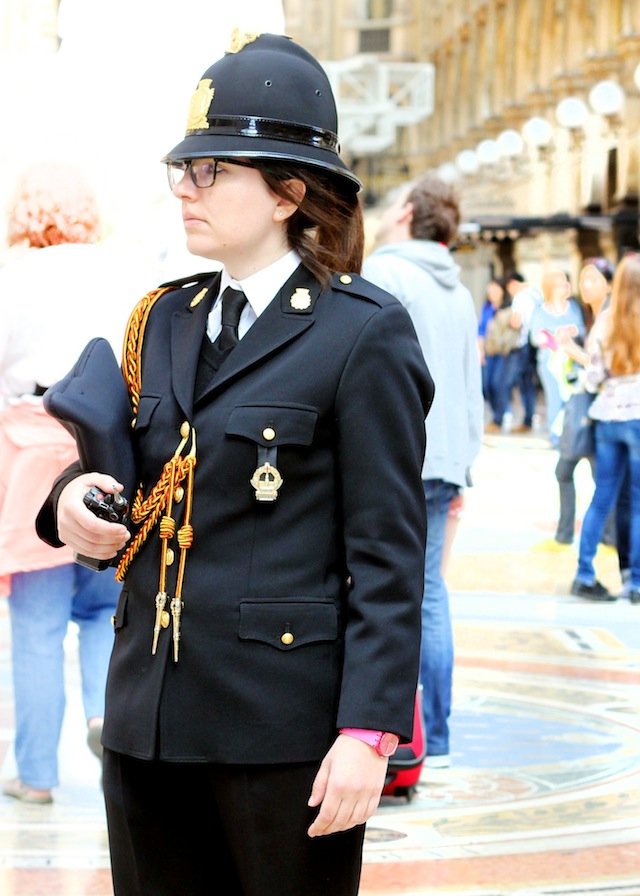 Milan people-watching hipster carabinieri