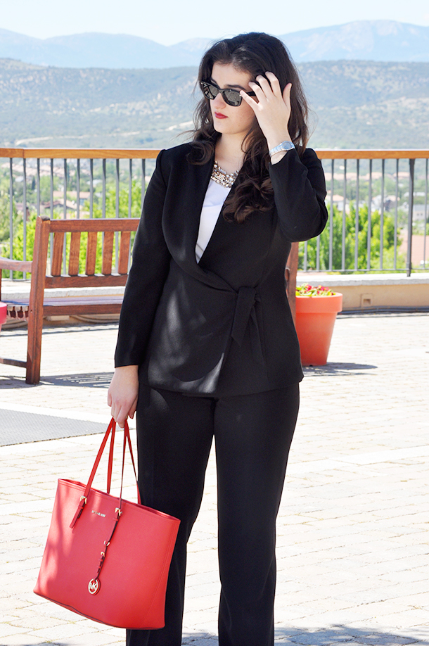 las rozas village madrid something fashion blogger spain, tailored suit thrift store vintage, michael kors bag LOFT statement necklace, fblogger valencia spring outfit classy elegant work