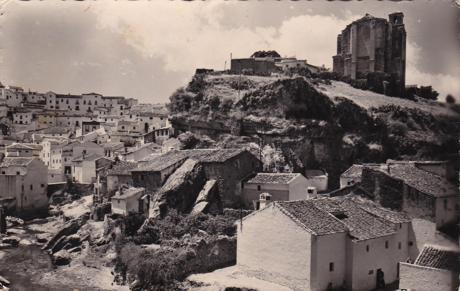 Fantástica imagen de Los Cortinales, la calle Mina y el río. Finales de los años '60