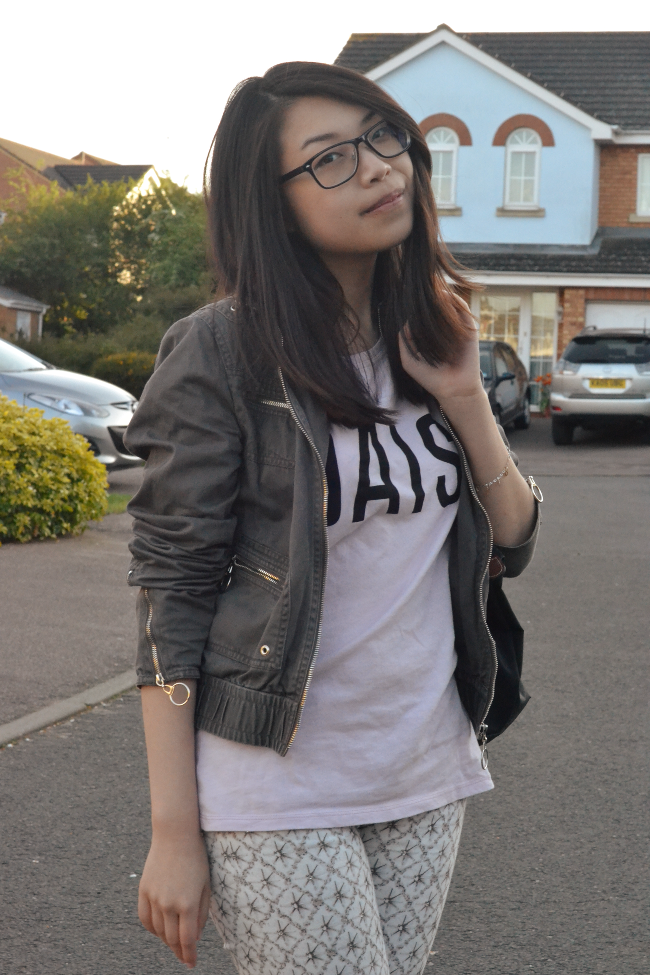 Daisybutter - UK Style and Fashion Blog: what i wore, how to style slogan t-shirts, 7 For All Mankind jeans, daisy t-shirt, Longchamp Le Pliage