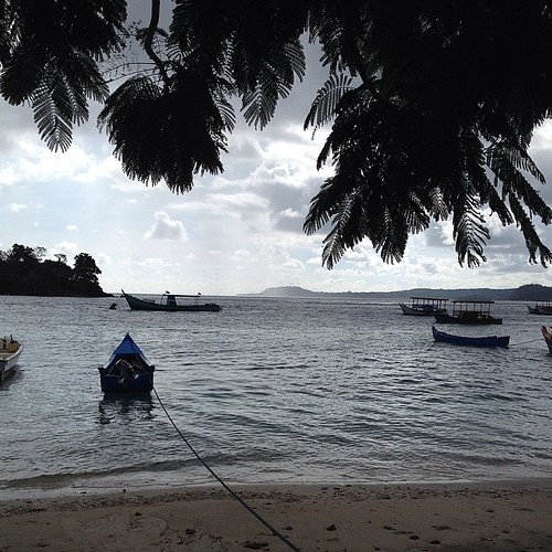Di sabang, tiap hari jumat dan hari2 tertentu dilarang beraktifitas di laut. Orang sabang santai di rumah, wisatawannya jalan2 #sabang #aceh #acehtrip #iboih #jumat