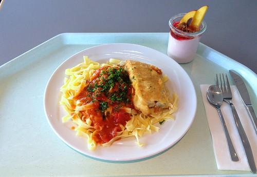 Piccata vom Seelachs auf Tagliatelle mit Tomatensauce