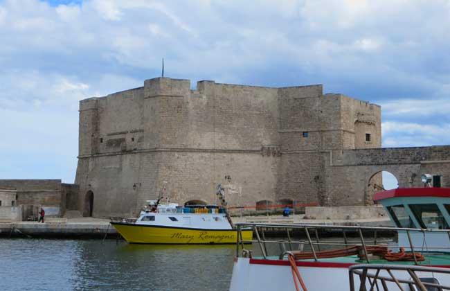 Castello-Carlo-V-lato-porto-vecchio