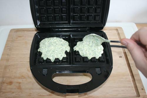 44 - Teig hinein geben / Add dough