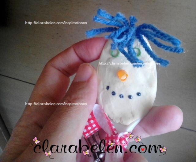 Como hacer muñecos de nieve con cucharas y plastilina para manualidades con los niños