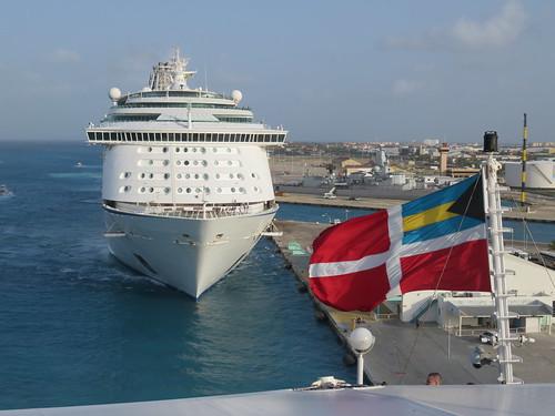 aruba boat oranjestad flag bahamas