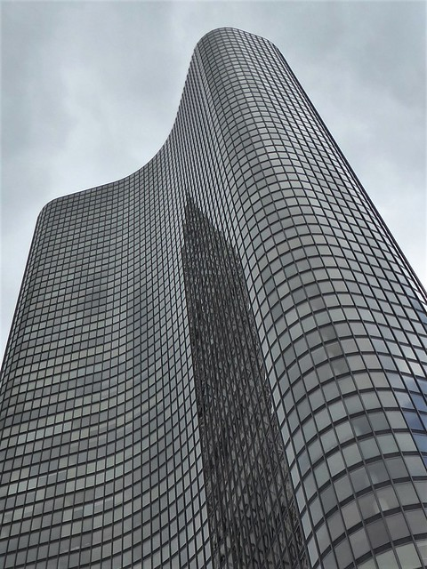 Chicago, Lake Point Tower Condo Building